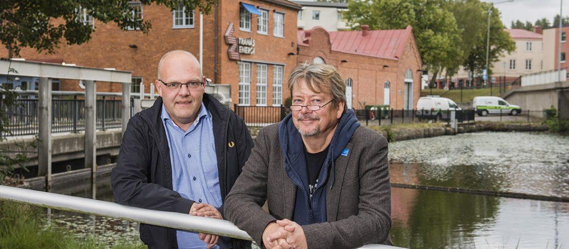 Foto: Erik Hellquist. Från v. Niklas Johansson, VD på Tranås Energi AB. Christer Borg, Ordförande Älvräddarnas Samorganisation